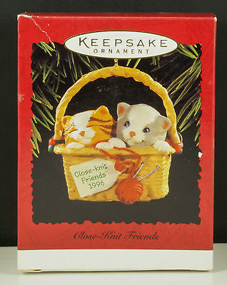 Hallmark Ornament CLOSE-KNIT FRIENDS CATS in Knitting Basket New in Box 1996