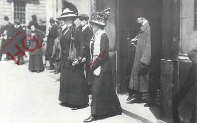 Postcard, Titanic Disaster, Relatives Leaving White Star Offices London (Repro)