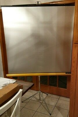 Knox panorama projector screen tripod great condition