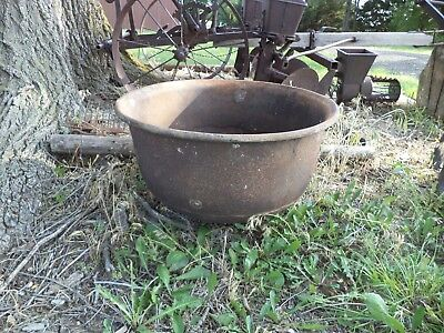 Huge Vintage Antique Cast Iron Pot Cauldron Yard Kettle Great Shape 40 Gal