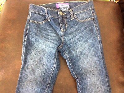 Girls Old Navy patterned denim jeans size 7R.  22 inch inseam.   Excellent cond.