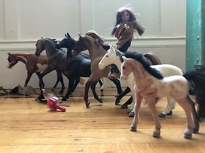 6 Toy Horses with Rider and 3 Saddles, 1 Bridle and 1 Horse Brush