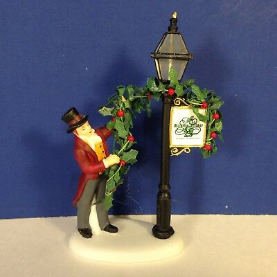 Dept 56 Dickens Village DECORATING THE LAMP POST 808725 w/ box Combine Shipping!