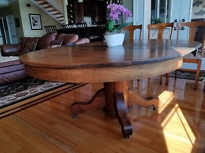 Antique Oak Round Oval Pedestal Dining Table With 2 Leaves
