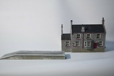 Hornby Skaledale R9739 NER Station Building with platform- used, good condition