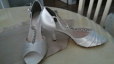 """David's Bridal Dyeable Shoes """"TIA"""" Style. Size 10. Beautiful! Brand New!"""
