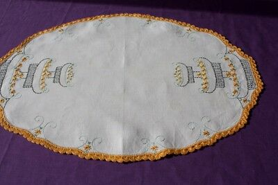 VINTAGE LARGE DOILY Cream Linen  Embroidered & Crocheted 50x34cm #200
