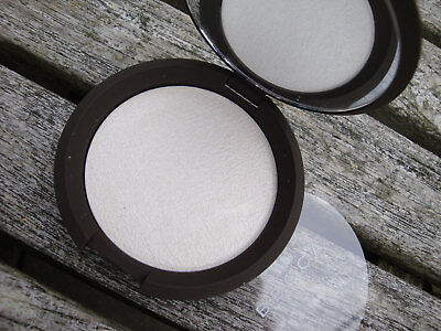 New BECCA Shimmering Skin Perfector Pressed Highlighter Powder - Pearl