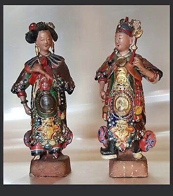 A Pair of Chinese Polychrome Painted And Glazed Clay Figures Of Actors. 22,5 cm