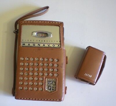 Vintage MAGNAVOX Model AM-80 Eight-Transistor Radio W/Case & Earbud W/Case