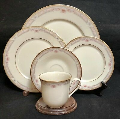 Lenox China BELLAIRE  5 Piece Place Setting (s)  EXCELLENT CONDITION