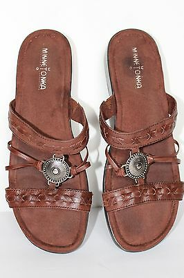 Minnetonka Moccasin Brown Leather Slip On Medallion Womens 10 Slide Sandals