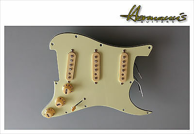 Stratocaster Pickguard, Mint, full loaded mit Vintage 60s Alnico 5 Pick Up´s
