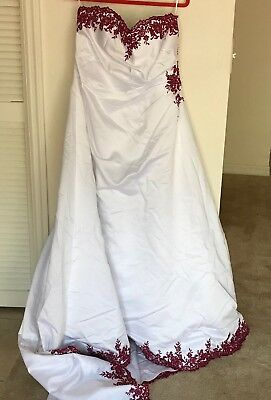 9c4def6c916 Davids Bridal Women s Sweetheart White and Apple Red Wedding Dress Corset  Back S