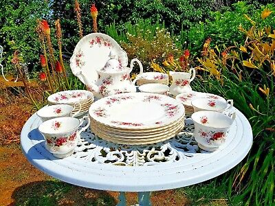 ROYAL ALBERT LAVENDER ROSE Porcelain Teapot Cups Saucers Plates Sugar Milk