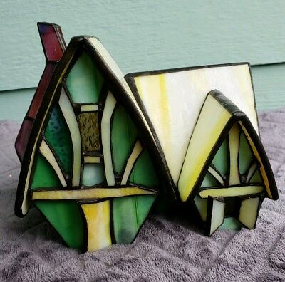 Forma Vitrum, Retired Rabbit House. Stained Glass House.