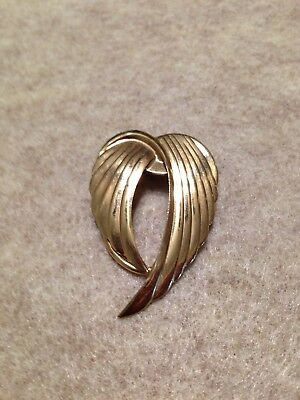 Vintage signed Jeri-Lou Jewelry Scarf Clip Pin Angel Wings Gold Tone
