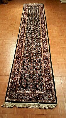 Gorgeous Oriental Hand-made Runner Rug with Beautiful Floral Designs & Details