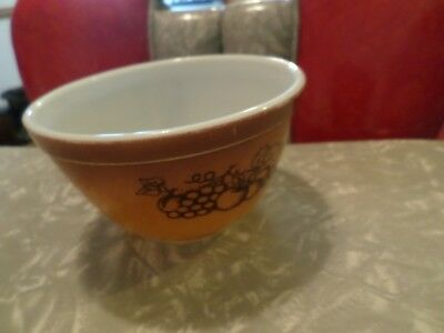 Pyrex Old Orchard 401 Brown Fruit 1-1/2 1.5 pint Small Mixing Nesting Bowl