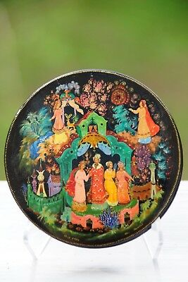 "Russian Palekh Lacquer Box ""Alenka a la Fluer"" Hand Painted by Parilova in USSR"