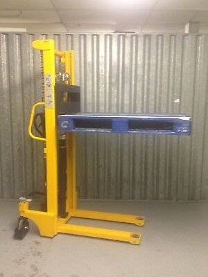 Pallet Lifter Stacker Mover Truck Hydraulic 1500kg 1.6m Excellent Condition