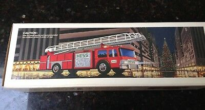 NEW 1986 HESS TOY FIRE TRUCK BANK  With Batteries - Made in HONG KONG-Rare