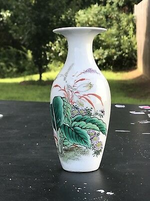 Small antique FAMILLE Rose VASE Possibly 19th century Chinese Canton porcelain