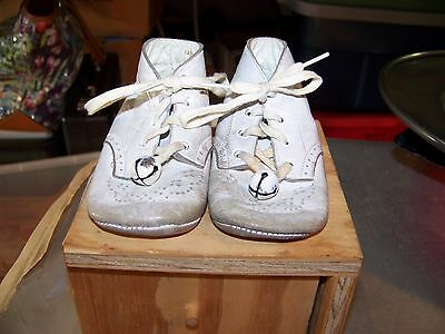 VINTAGE!!!!! Baby Deer Infant Shoes White Leather