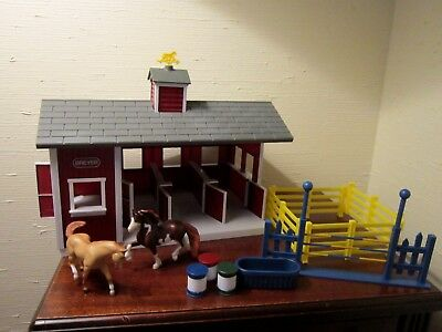 """Breyer Stablemates """"red Stable Set"""" 2 Horses/stable/3Barrels/trough/jump/no Box"""