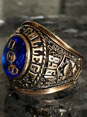 Ithaca College 1968 10k Gold Ring Blue Stone. 20 grams