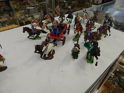 54mm Britains Detail mounted Cowboys and Buckboard  Toy Soldiers