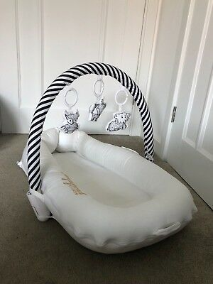 Sleepyhead Deluxe+ Baby Pod- With Arch & Toy Set- White
