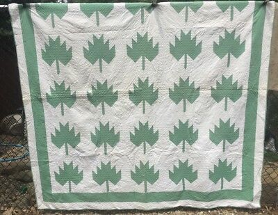 Antique Vintage 1930s Quilt ~ Green & White Maple Leaf Hand Qlt