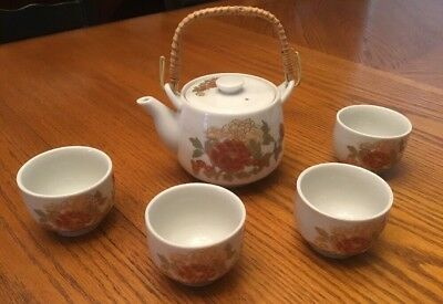 Japanese Tea Set - Teapot w/ Strainer, 4 Cups - Flowers, Bamboo Handle