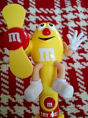 M&M's RND Candy Fan Red Nose Day Limited Edition Brand New NWT 93342 (Yellow)