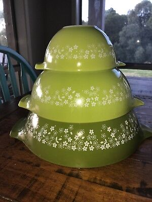 Vintage Pyrex Set Of 3 Nesting Mixing Bowls Cinderella Green Daisy Made In USA
