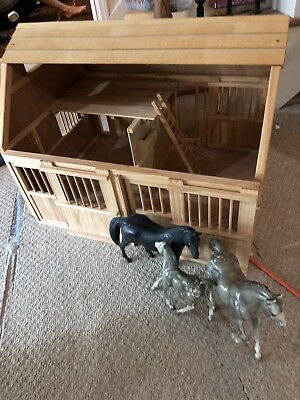 Breyer Wooden Horse Barn - Large,  and 3 Horses