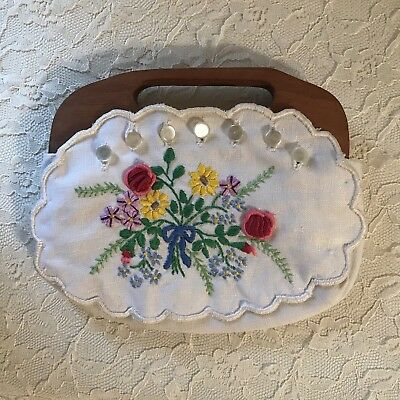 Vintage Embroidered Linen Bermuda Clutch Purse w/hinged wooden handle