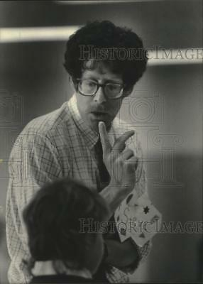 1983 Press Photo Steve Eigen at St. Joseph's Hospital, Milwaukee, Loss program