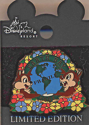 """DLR - Earth Day 2002 """"Chip & Dale"""" Limited Edition Pin 3D...Mint on Card!"""