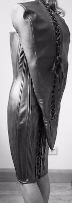 Korsettkleid aus Leder mit Monohandschuh Black Leather Armbinder Corset Dress