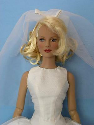 Lovely Tonner Bewitched Samantha Magic & Matrimony Classic Bride Doll 2005