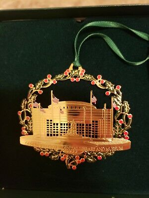 VTG 1998-1999 Collectible George Bush library and Museum,Gold Christmas ornament