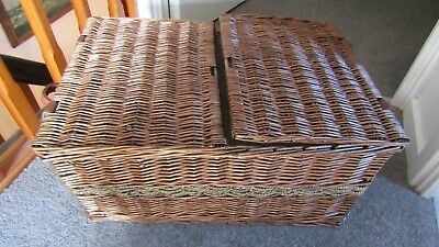 Quality Two Tone Dark Wicker Basket Hamper in Excellent Condition