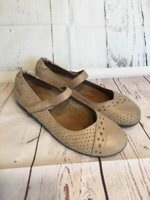 TAOS Step It Up Beige Leather Mary Jane Women's Size 7-7.5 / 38