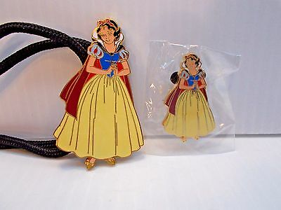 DLR Cast Exclusive - Snow White with Cape Pin & Lanyard #28586 NEW c