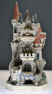 "Rare ""mint"" David Winter 1997 Limited Edition ""witches Castle"" D1025 601/4250"