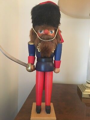 Ulbricht nutcracker, guard with sword, excellent condition, signed