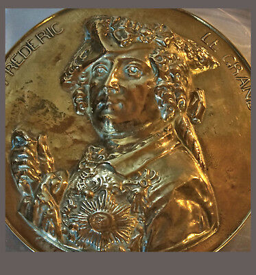 """29 Cm French Embossed Brass/Messing Plaque Depicting """"Frederic Le Grand"""" Ca.1900"""