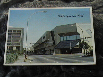 Unposted vintage building postcard. Galleria Mall. White Plains, N.Y.